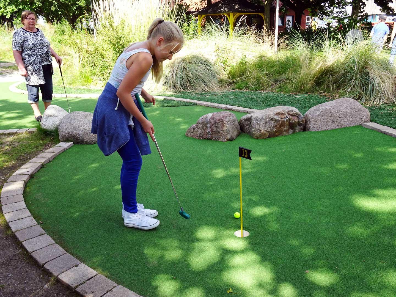 Mini-Golf mit der Johannes Kuhn-Stiftung